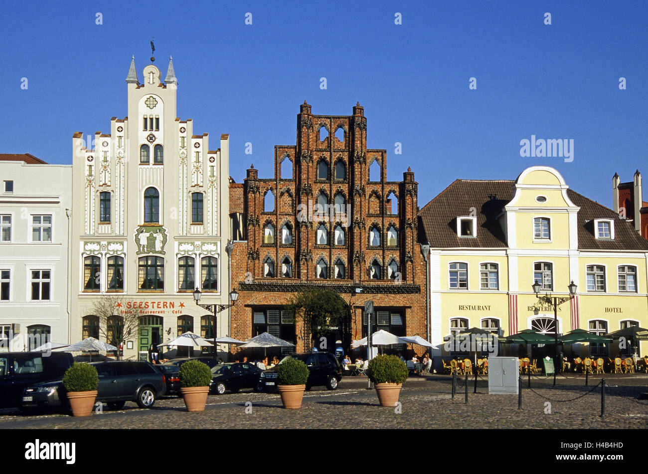 Germany, Mecklenburg-Western Pomerania, Wismar, old town, market square, terrace, town house, 'Alter Schwede', - Stock Image