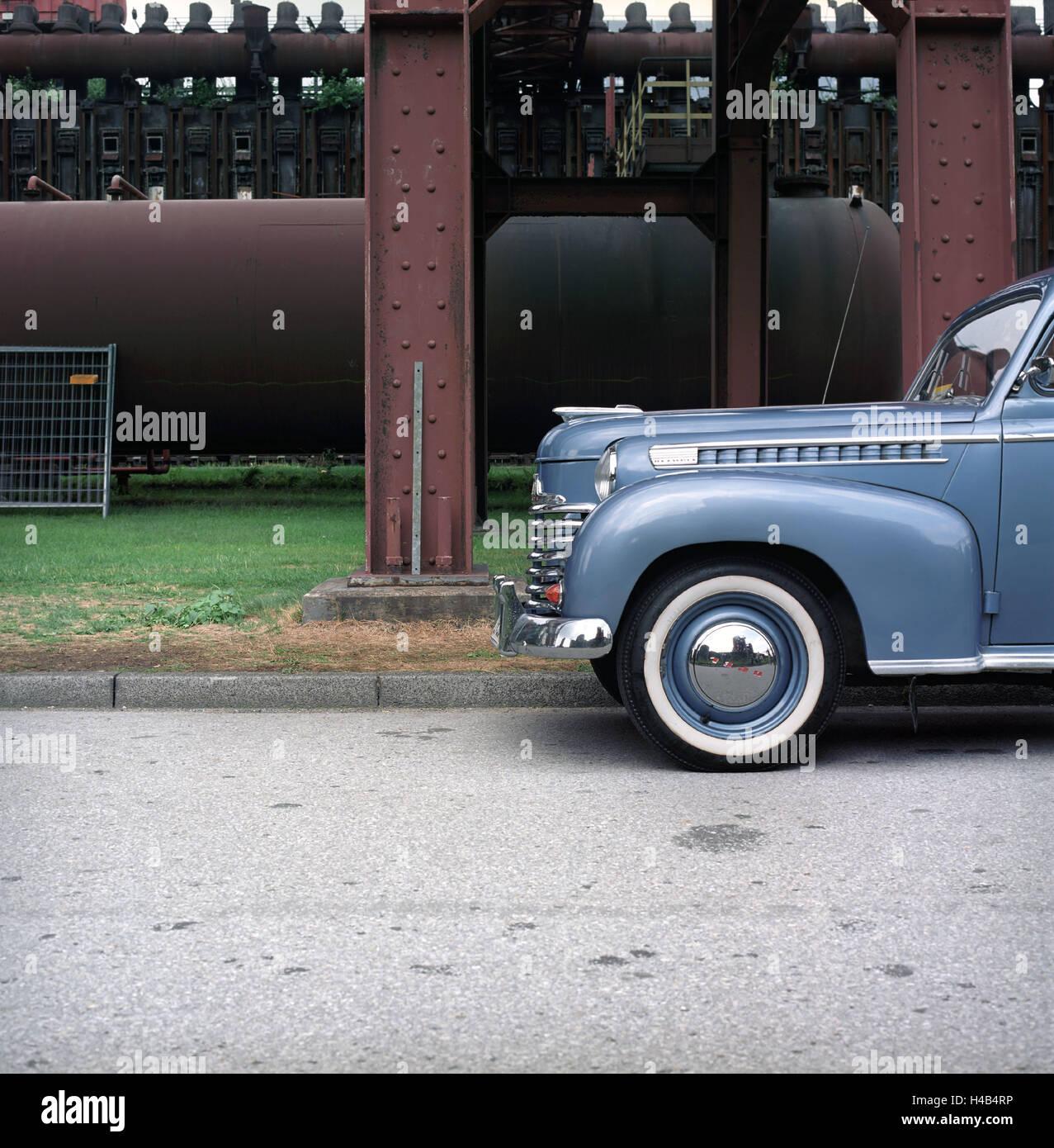 Old Opel Kapitän in front of coking plant Zollverein, - Stock Image