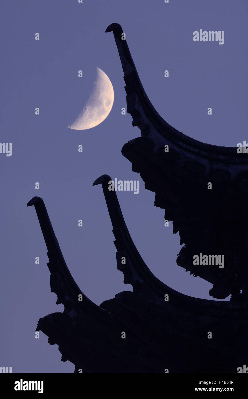 Japanese temple, detail, roof, moon, - Stock Image