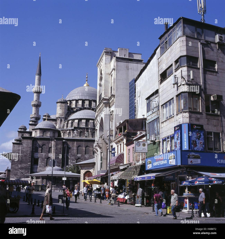 Turkey, Istanbul, street scene, Eminonu Meydani, Yeni Camii, - Stock Image