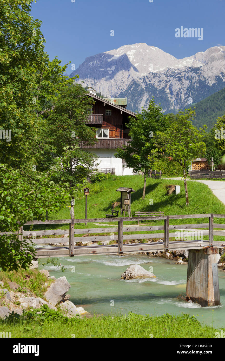 Farmhouse in Ramsau, high Göll, wooden Bridge over the Ramsauer Ache, Berchtesgadener Land district, Bavaria, Germany Stock Photo