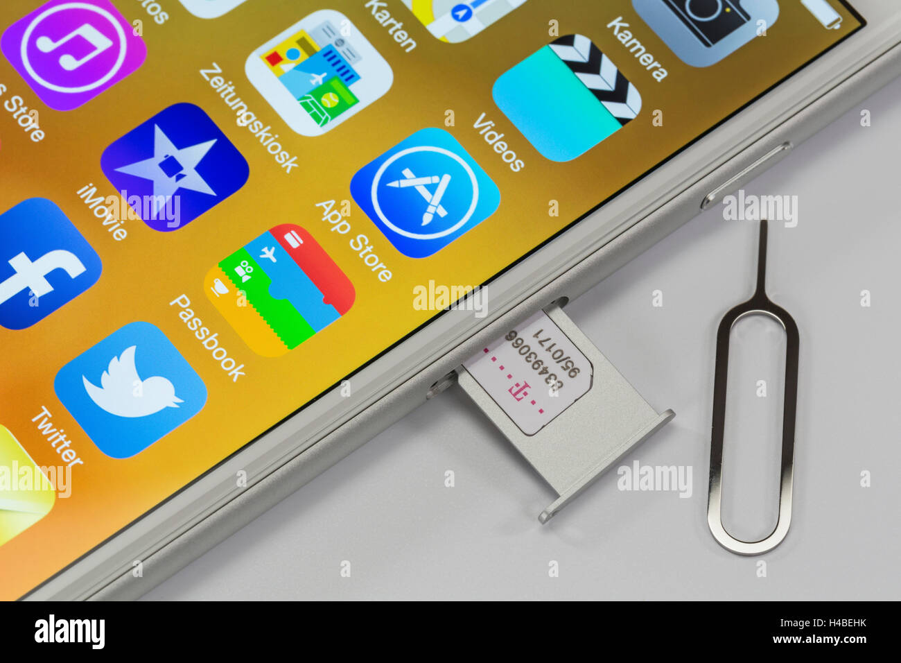Apple iPhone 6 plus, display, case with Nano SIM card, tools, detail