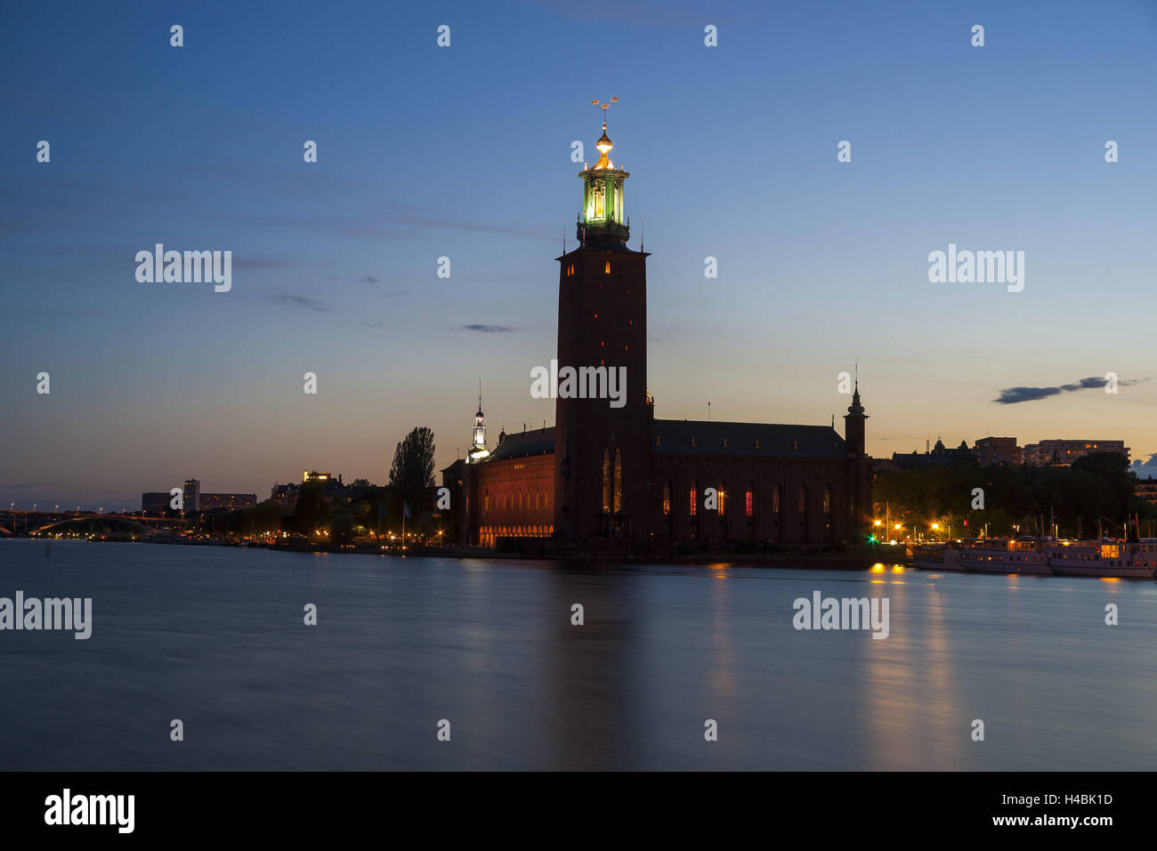 Sweden, Stockholm, city hall, Stadhuset, dusk - Stock Image