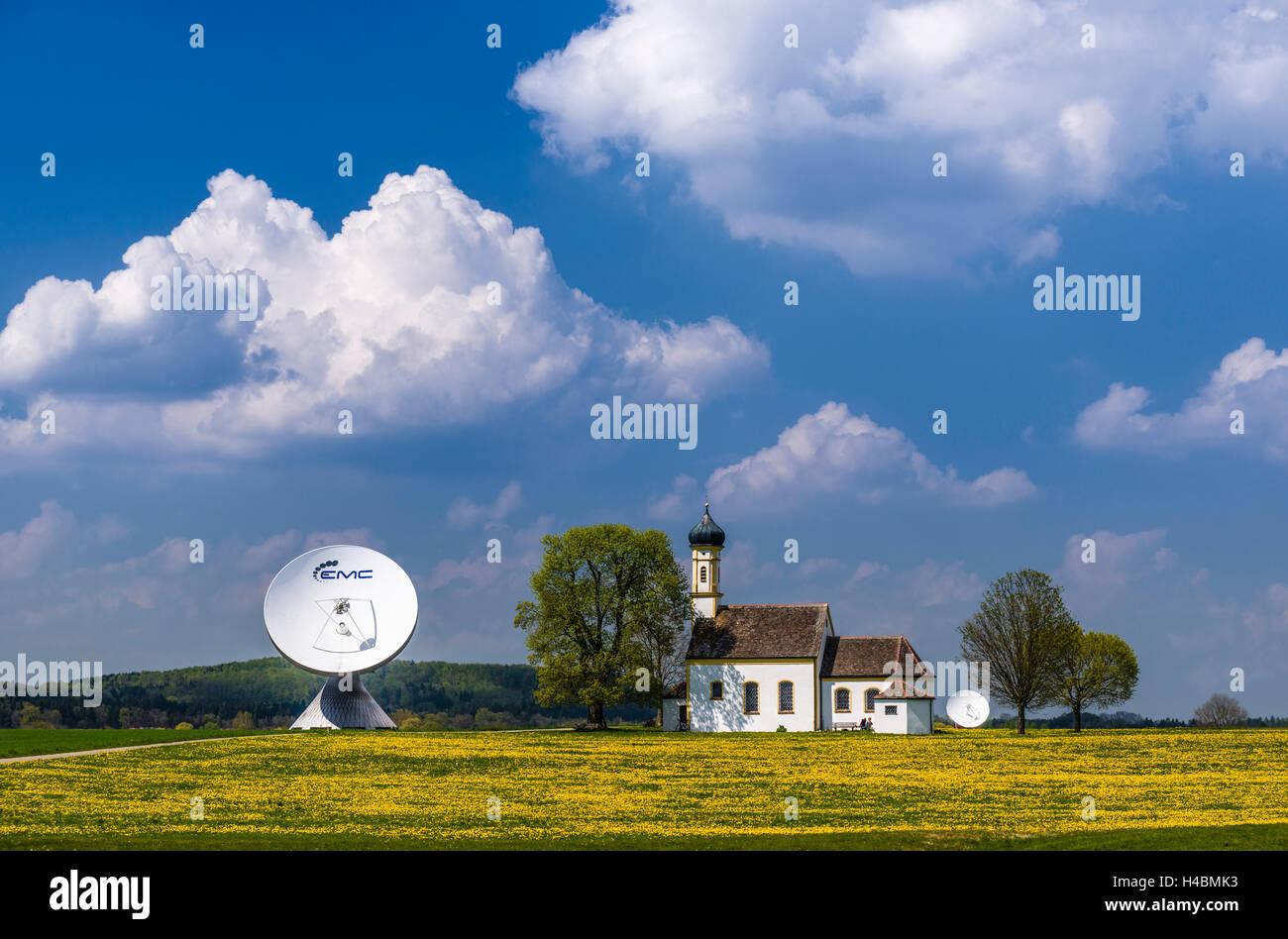 Germany, Bavaria, Upper Bavaria, Fünfseenland, Ammersee region, Raisting, church Saint Johann, dish aerials - Stock Image