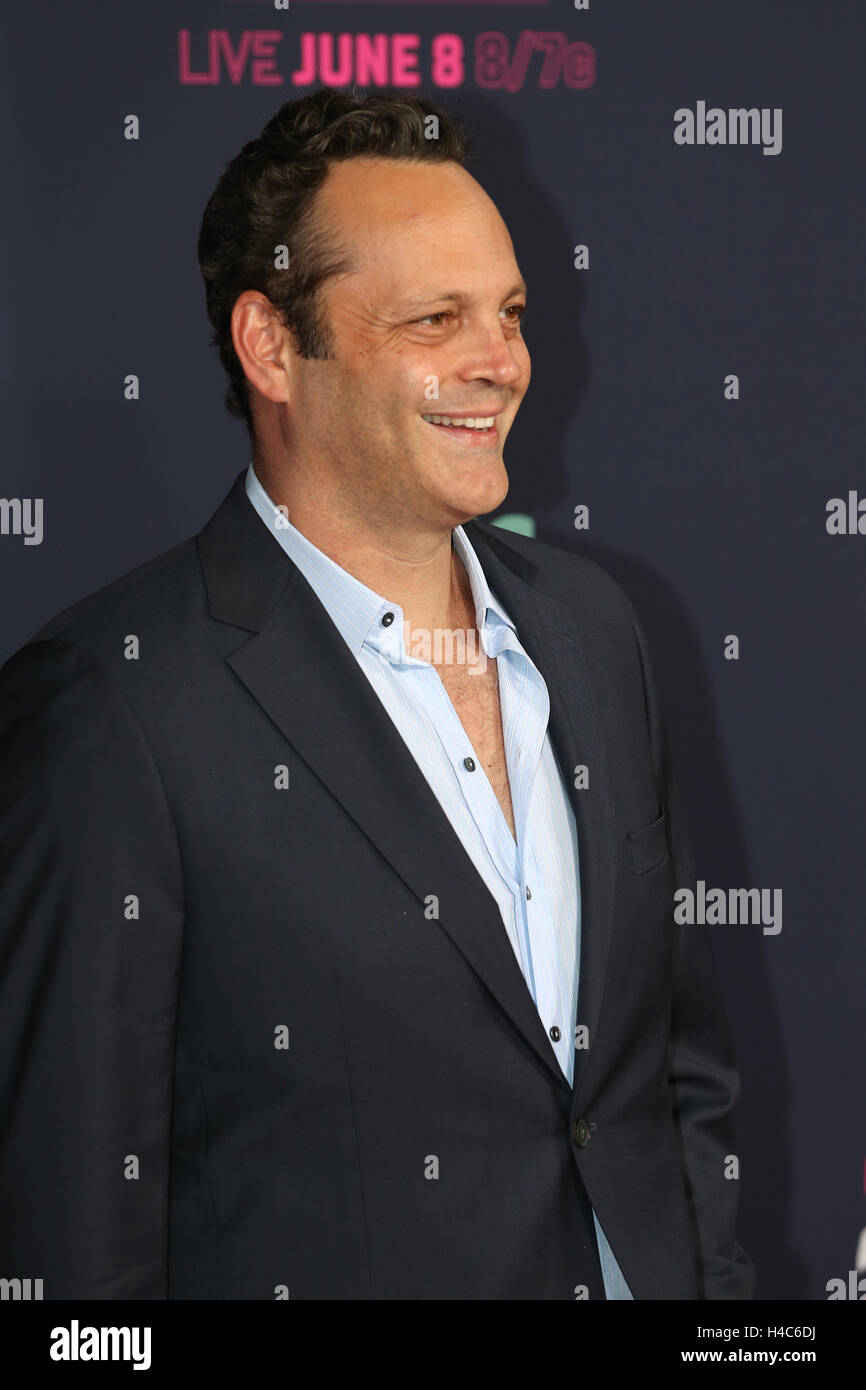 Vince Vaughn walks the red carpet at the CMT Music Awards at Bridgestone Arena on June 8th, 2016 in Nashville, TN. - Stock Image