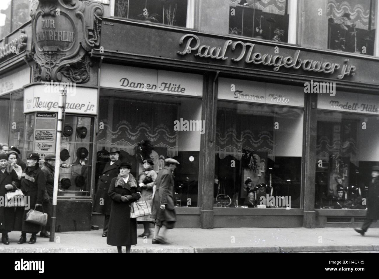 Außenansicht auf den Hutladen Paul Neugebauer jr. in Breslau, Niederschlesien, Deutsches Reich 1930er Jahre. - Stock Image