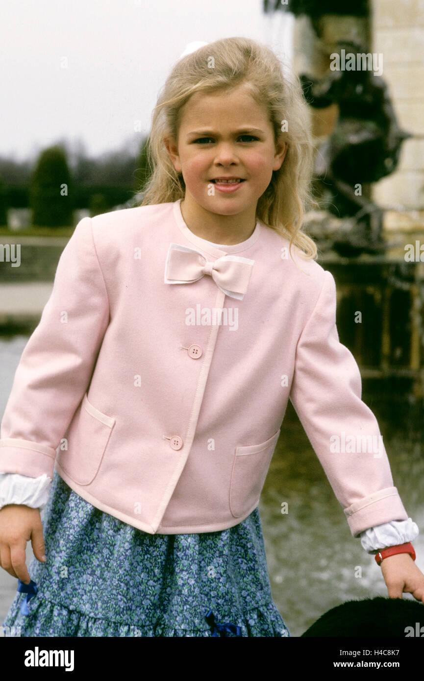 princess-madeleine-at-drottningholm-H4C8K7.jpg