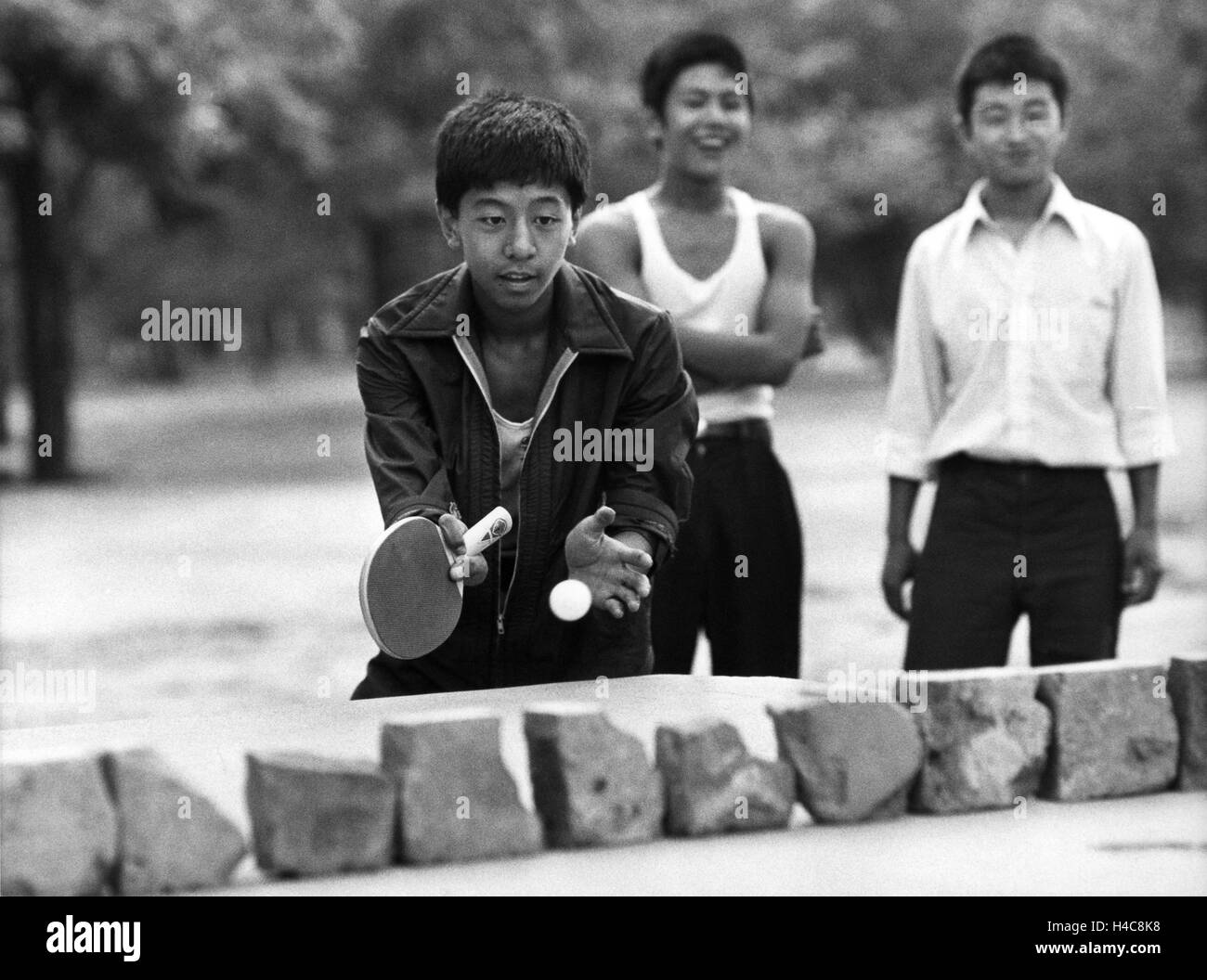 TABLE TENNIS game in a Beijing park - Stock Image