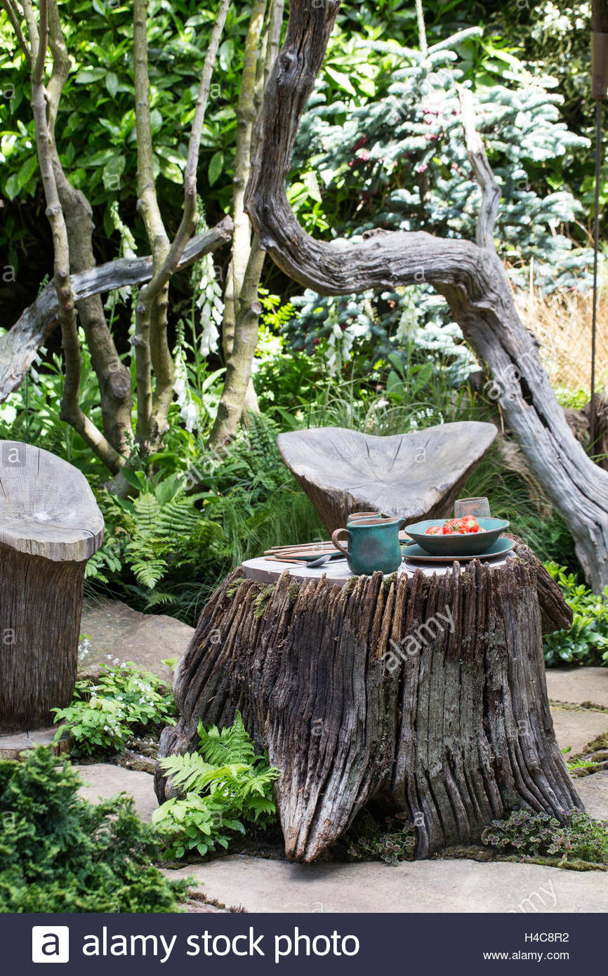 Tree Stump Table With Carved Wooden Chairs, The Sculptoru0027s Picnic Garden By  Walkeru0027s Nurseries,