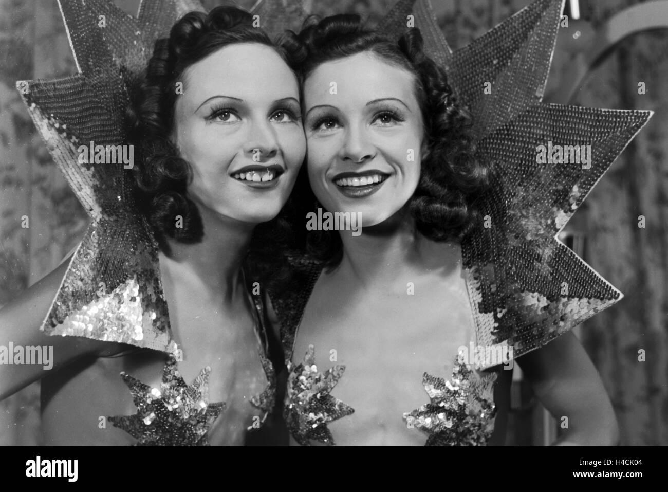 Die Geschwister Hedi und Margot Höpfner, Deutschland 1930er Jahre. Sister duo Hedi and Margot Hoepfner, Germany Stock Photo
