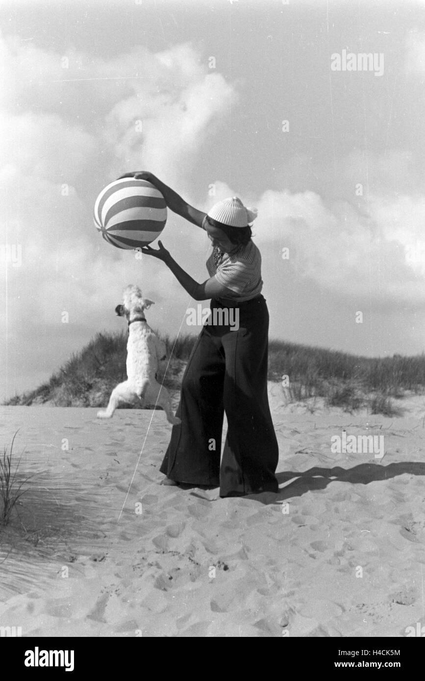 Urlaub an der Ostsee, Deutsches Reich 1930er Jahre. Vacation at the Baltic Sea, Germany 1930s - Stock Image