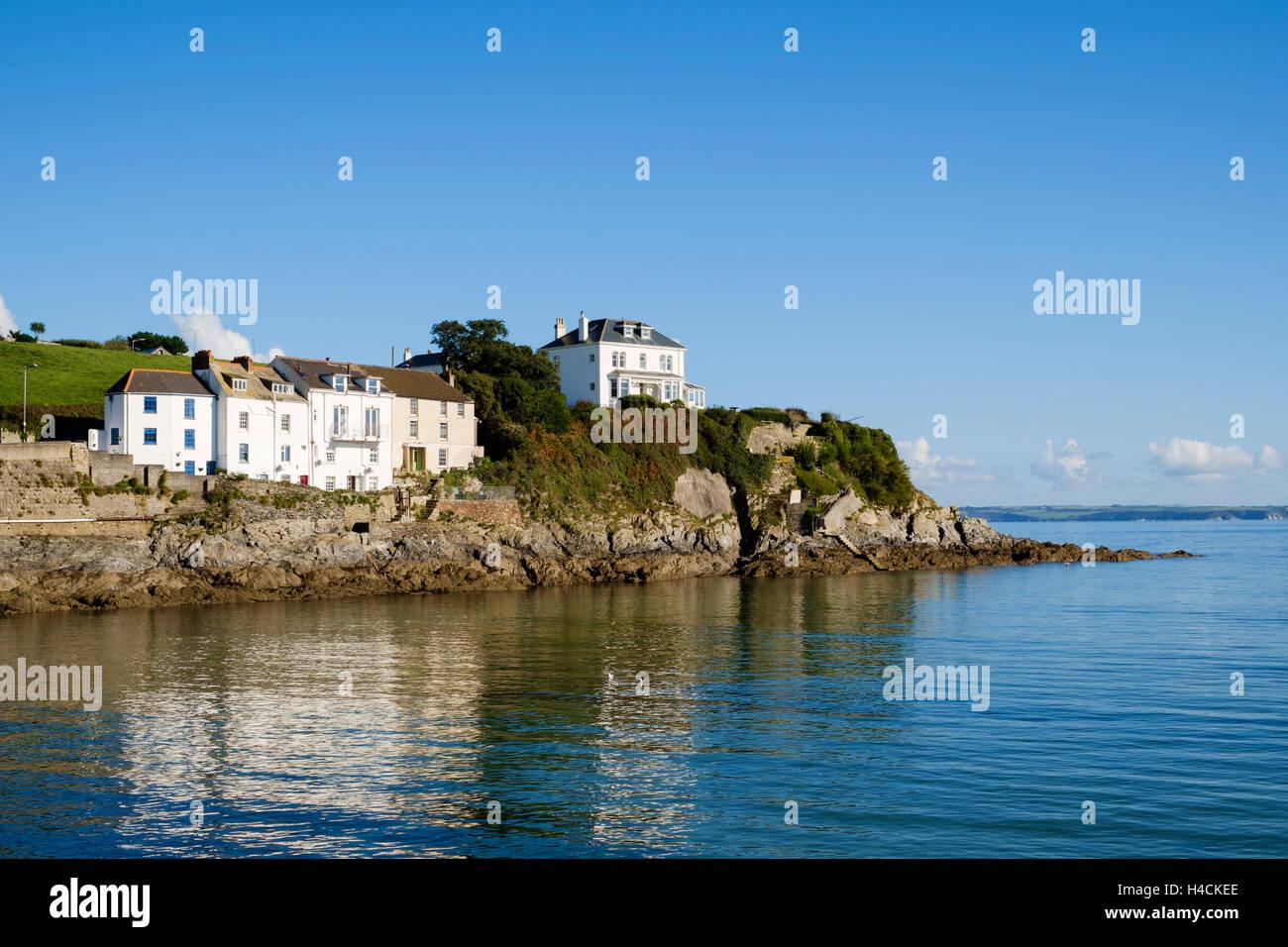 Seafront property rocks at Portmellon, Cornwall, England, United Kingdom - Stock Image