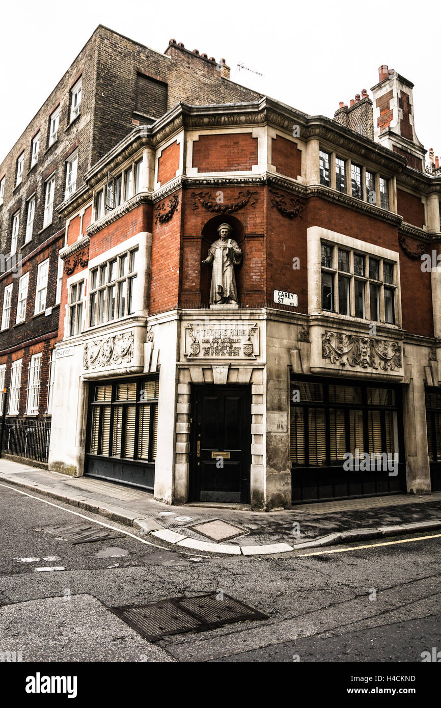 Statue of Sir Thomas Moore at the former Thomas More Chambers in Holborn London, England, UK - Stock Image