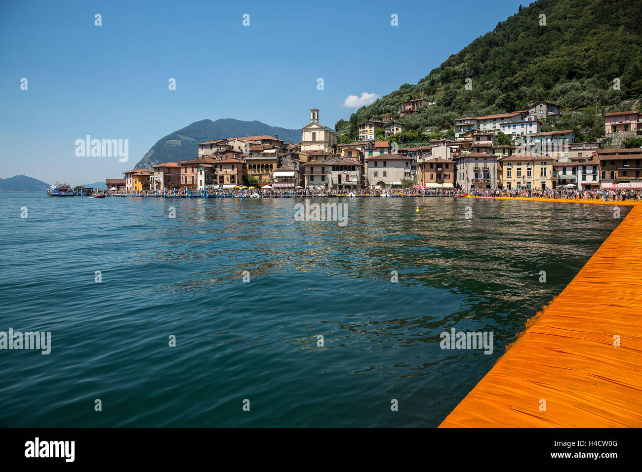 Lago d'Iseo, Floating pier, view at Monte Isola - Stock Image