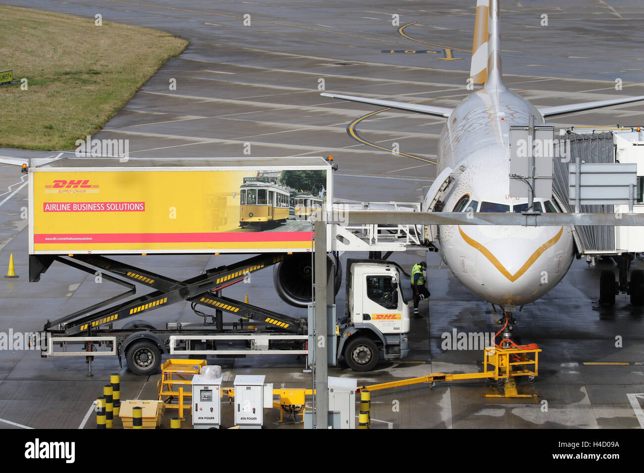 DHL CATERING AIRCRAFT BRITISH AIRWAYS - Stock Image