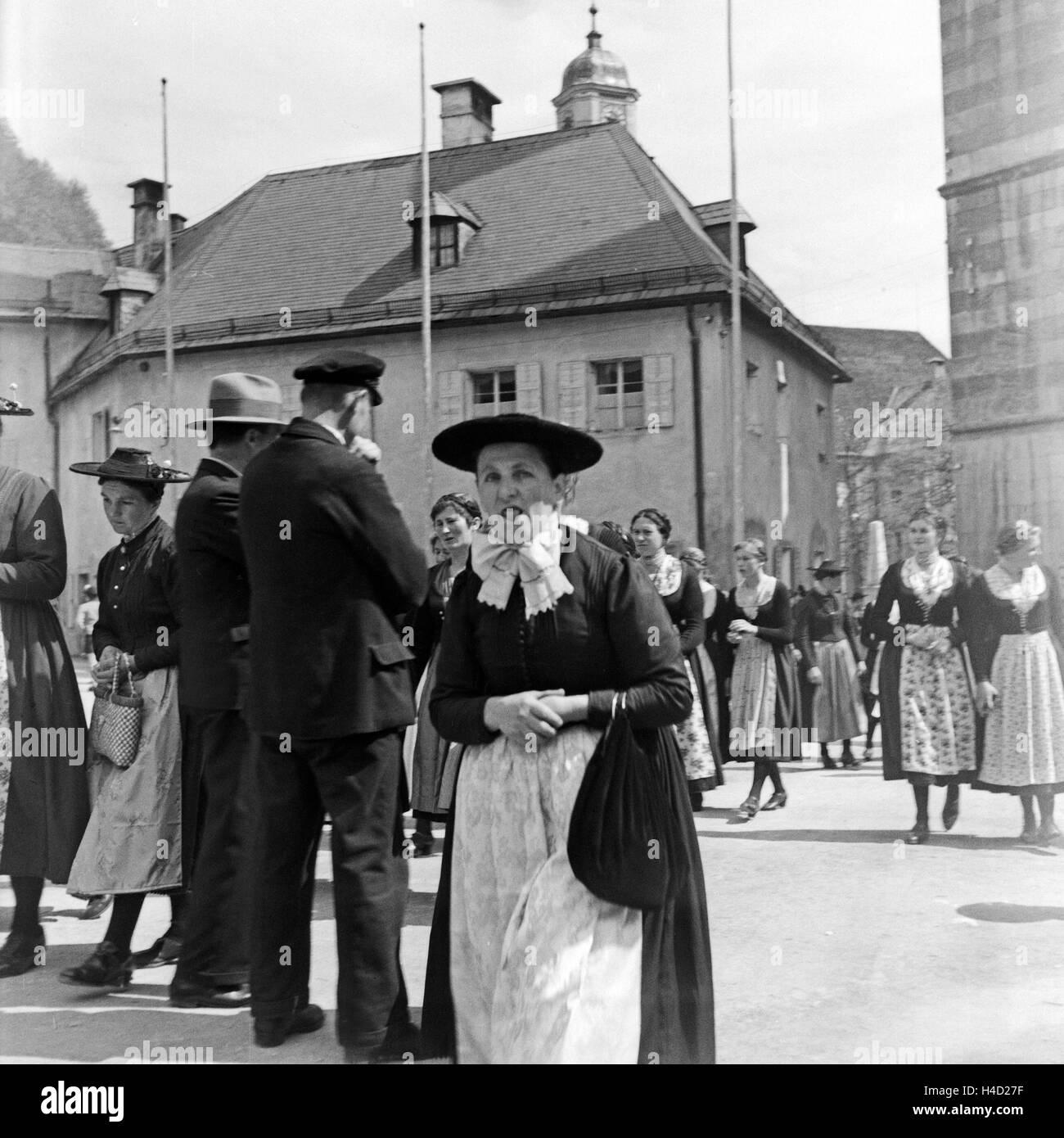 Die Bürger von Berchtesgaden in ihrer Stadt, Deutschland 1930er Jahre. Inhabitants of Berchtesgaden in their - Stock Image