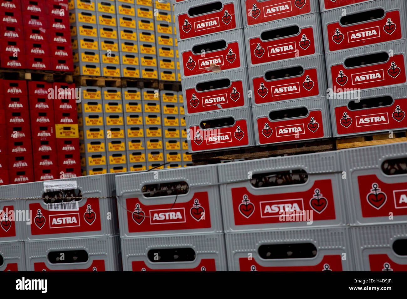 Carlsberg Deutschland GmbH report: Beer boxes with security flasks - Stock Image