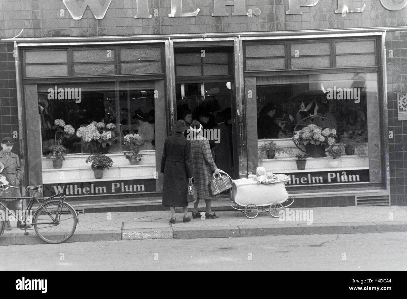 Außenansicht auf den Musterbetrieb Wilhelm Plum in München Gladbach, Deutsches Reich 1941. Exterior view - Stock Image