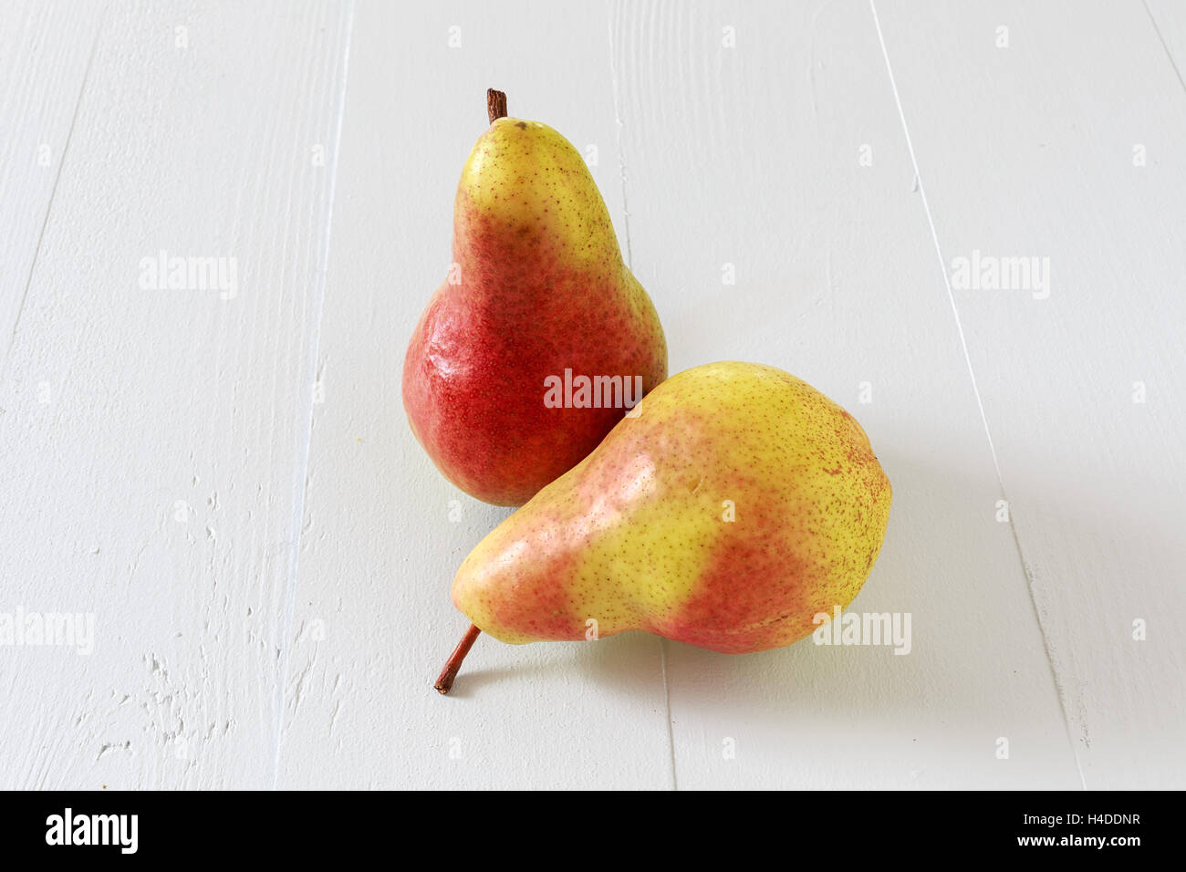 Bartlett pears on a wooden table. - Stock Image