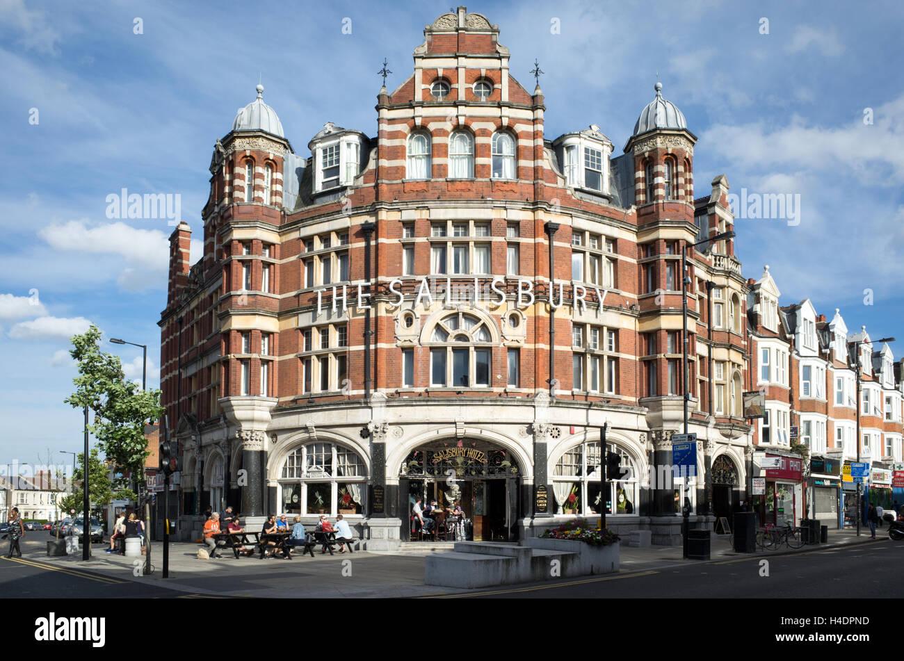 The Salisbury pub on Green Lanes in Haringey, London, England, UK - Stock Image