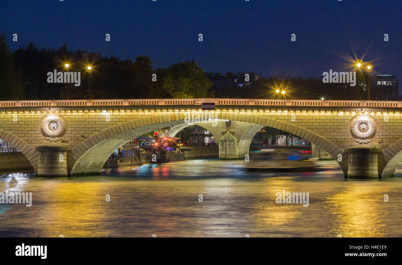 The pont Louis Philippe is a bridge across the river Seine in Paris. It is located in 4th arrondissement, and links - Stock Image