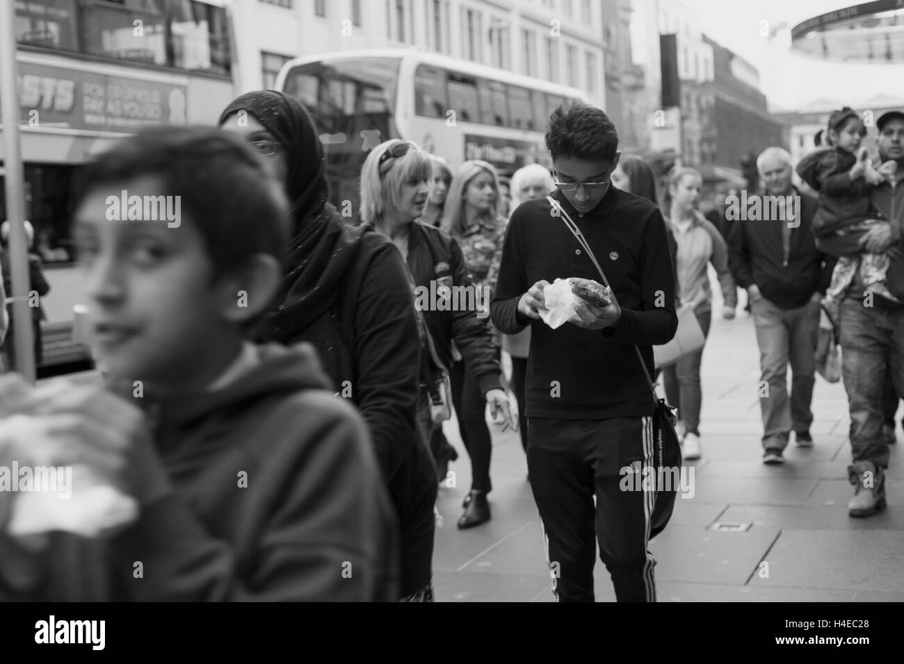 Street Photograph,y Glasgow, Chips, Crowd, Rush Hour - Stock Image