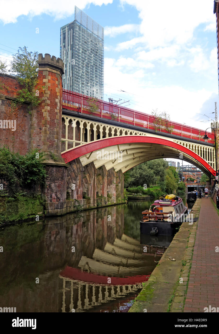 Rochdale Canal & Hilton Hotel, historic railway bridge, Castlefields, Manchester, Lancs, North West England, - Stock Image