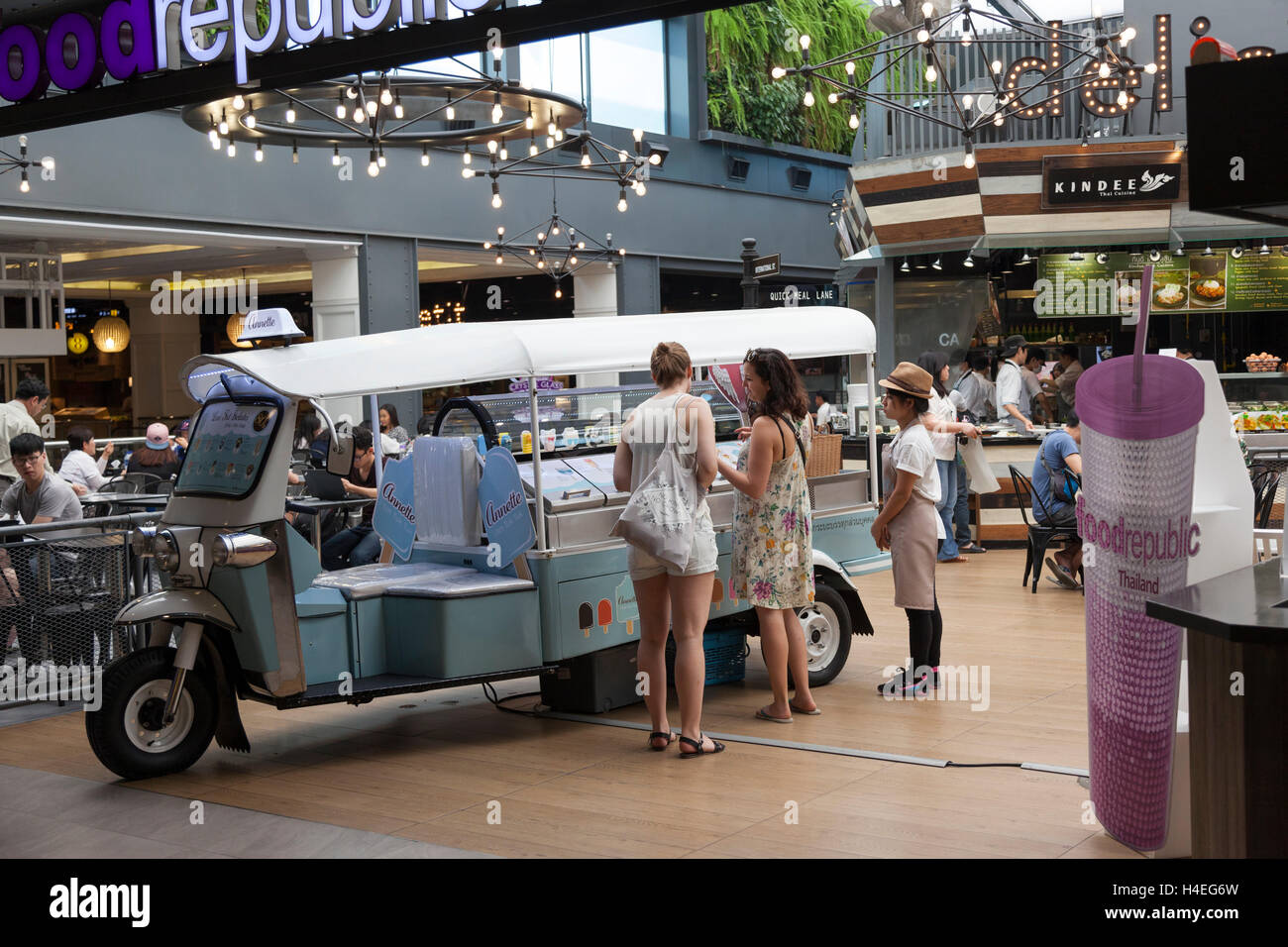A motorized stall put in the Siam Center in an original way (Bangkok - Thailand). Stand motorisé de vente de - Stock Image