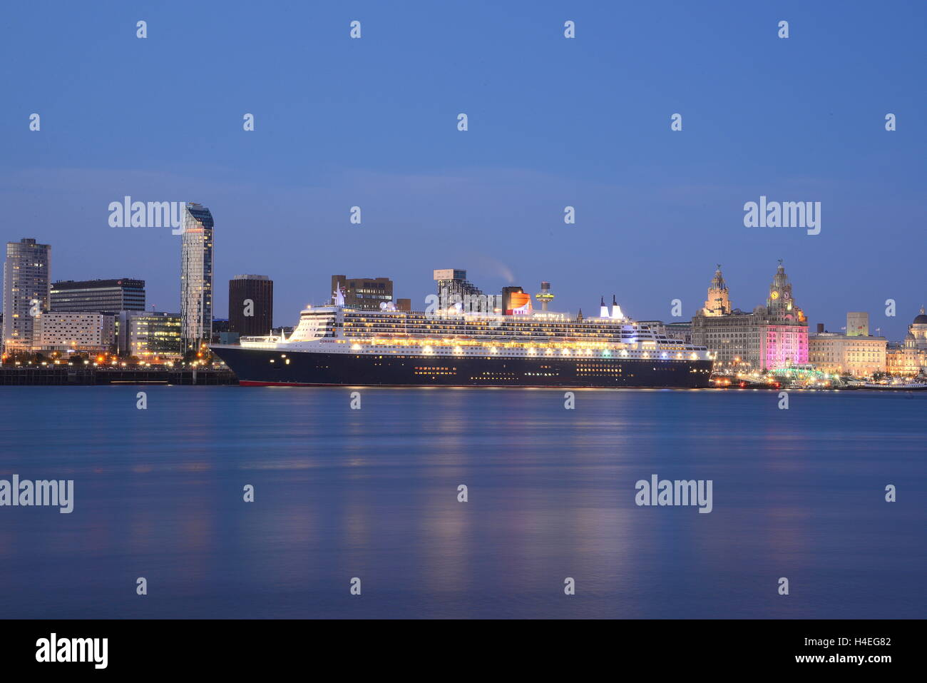 The Queen Mary 2 berthed at Liverpool Cruise Terminal in July 2015. - Stock Image