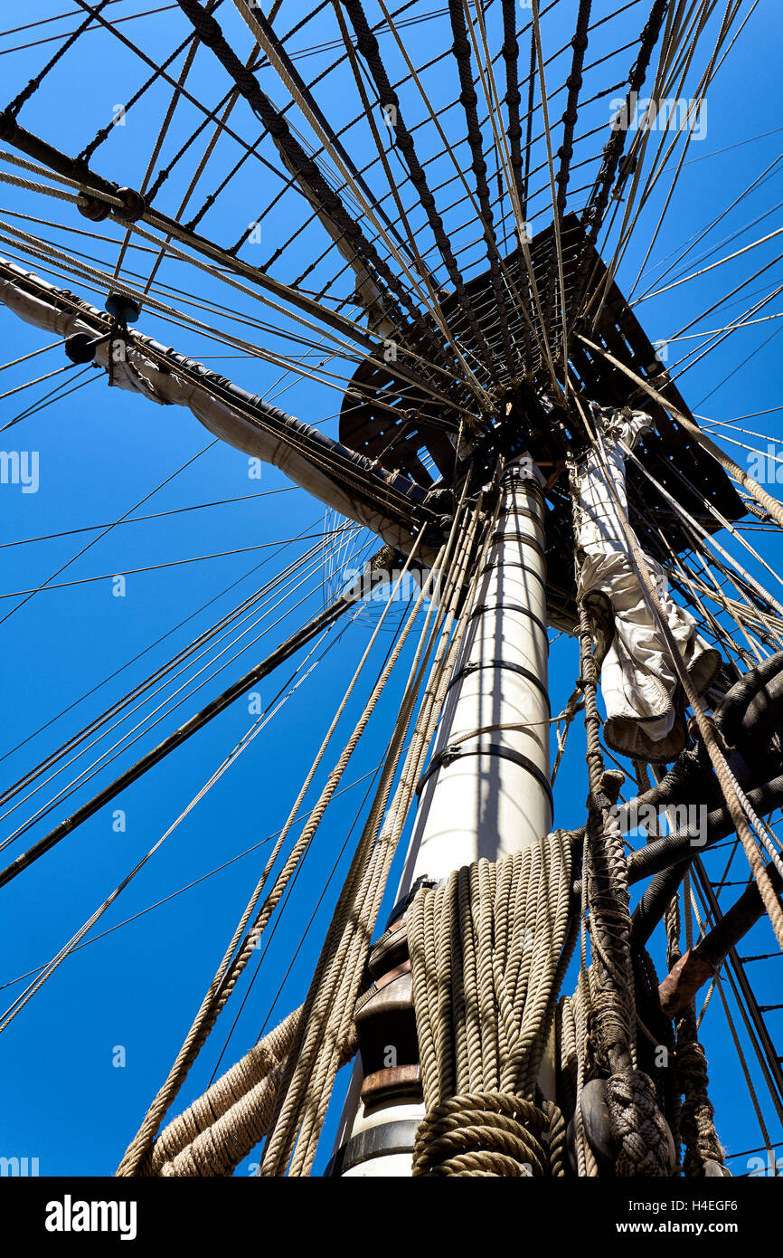 France, Finistere, Brittany, Brest, Fetes Maritimes 2016, main-mast of the french navy frigate L'hermione. - Stock Image