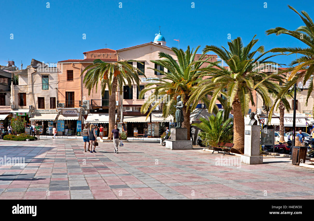 The Plateia Mitropoleos Square is lined by cafes, shops and statues of prominenant figures of history, Chania Crete Stock Photo