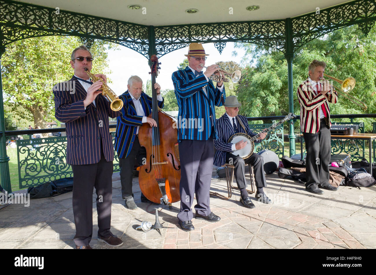 Jazz musicians playing in the Parliament Hill bandstand on Hampstead Heath, London, England, UK - Stock Image