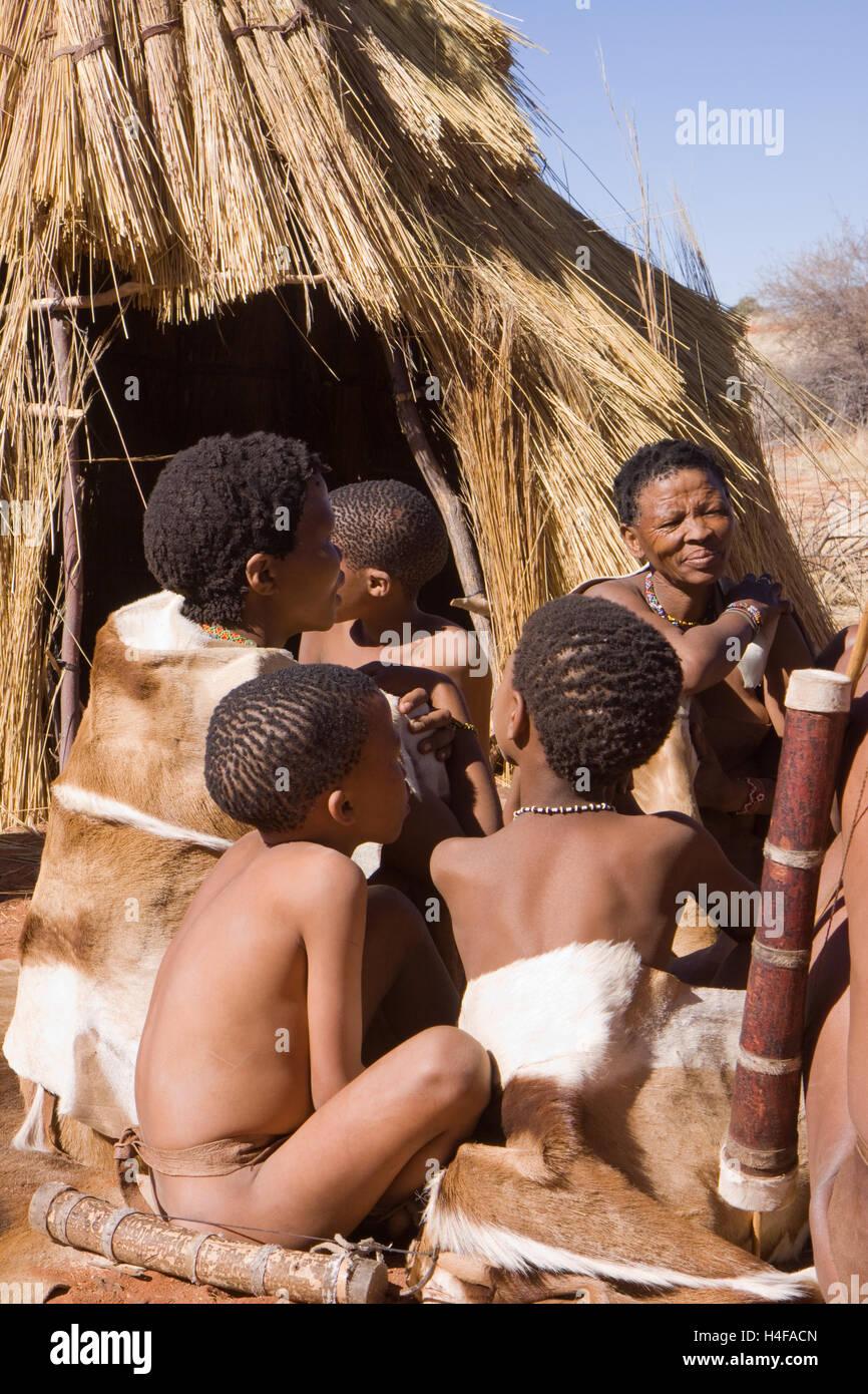 family of san bushmen in central kalahari in namibia - Stock Image