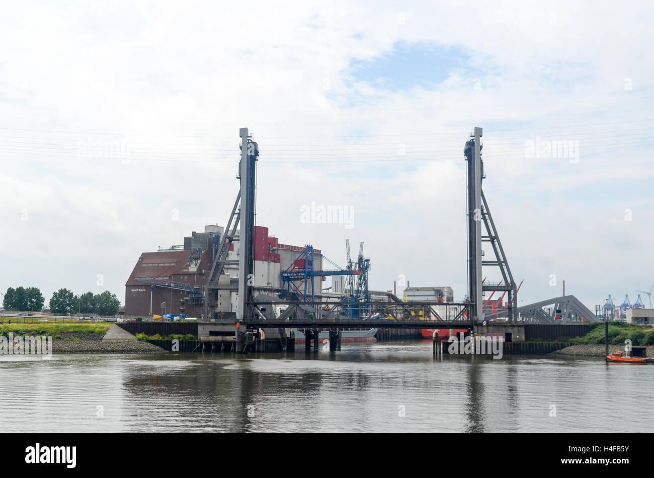 Vertical-lift bridge in Hamburg industrial area, Germany - Stock Image