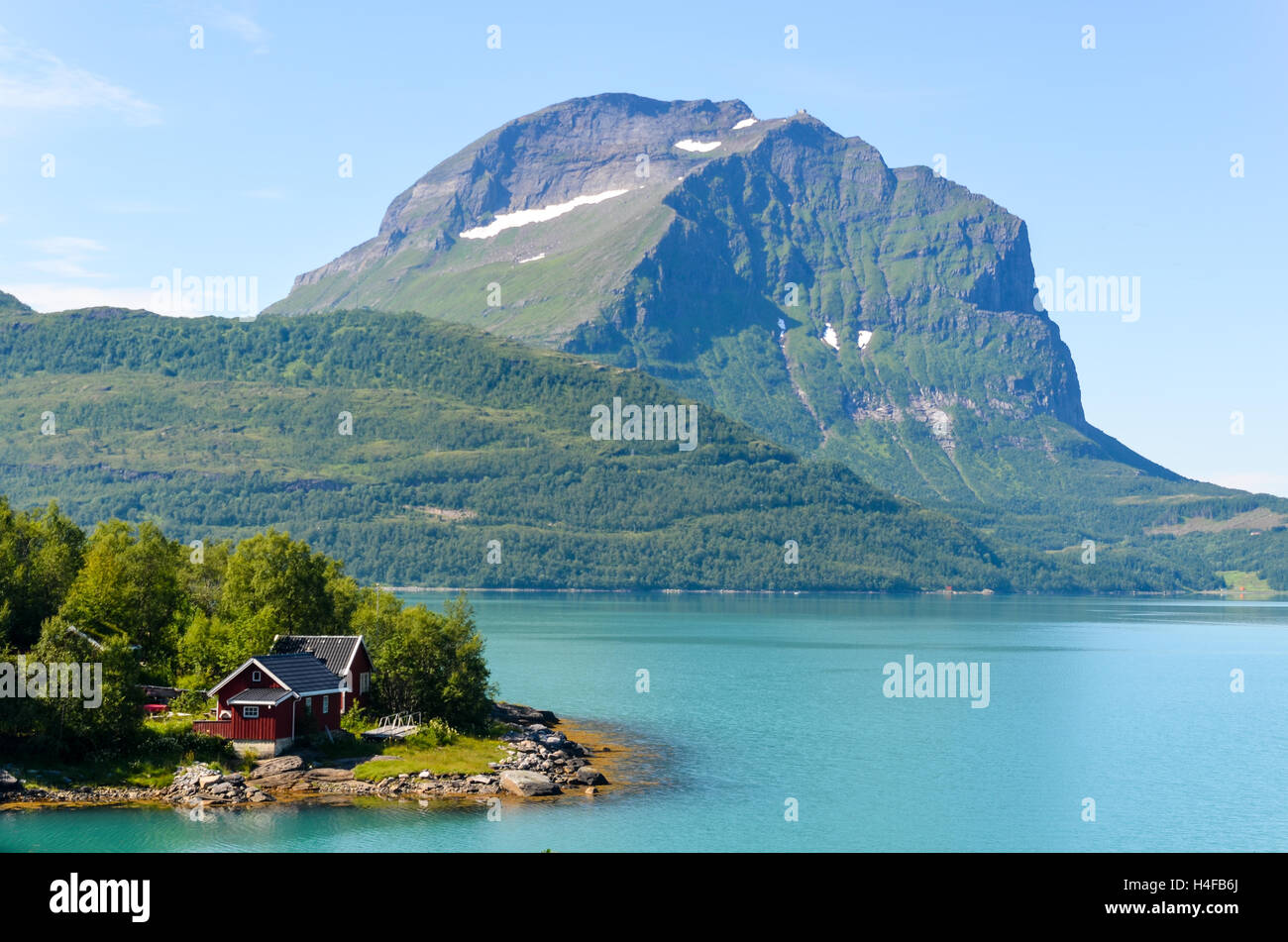 Cabin by the turquoise waters of Glomfjord, Northern Norway - Stock Image