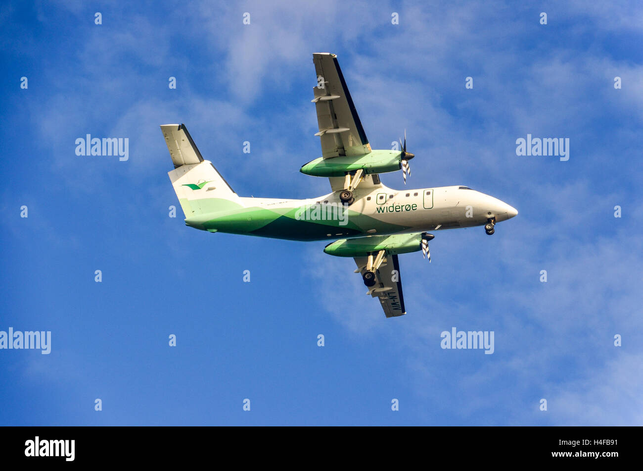 Widerøe plane (Bombardier Dash 8) landing in Alta, Norway - Stock Image