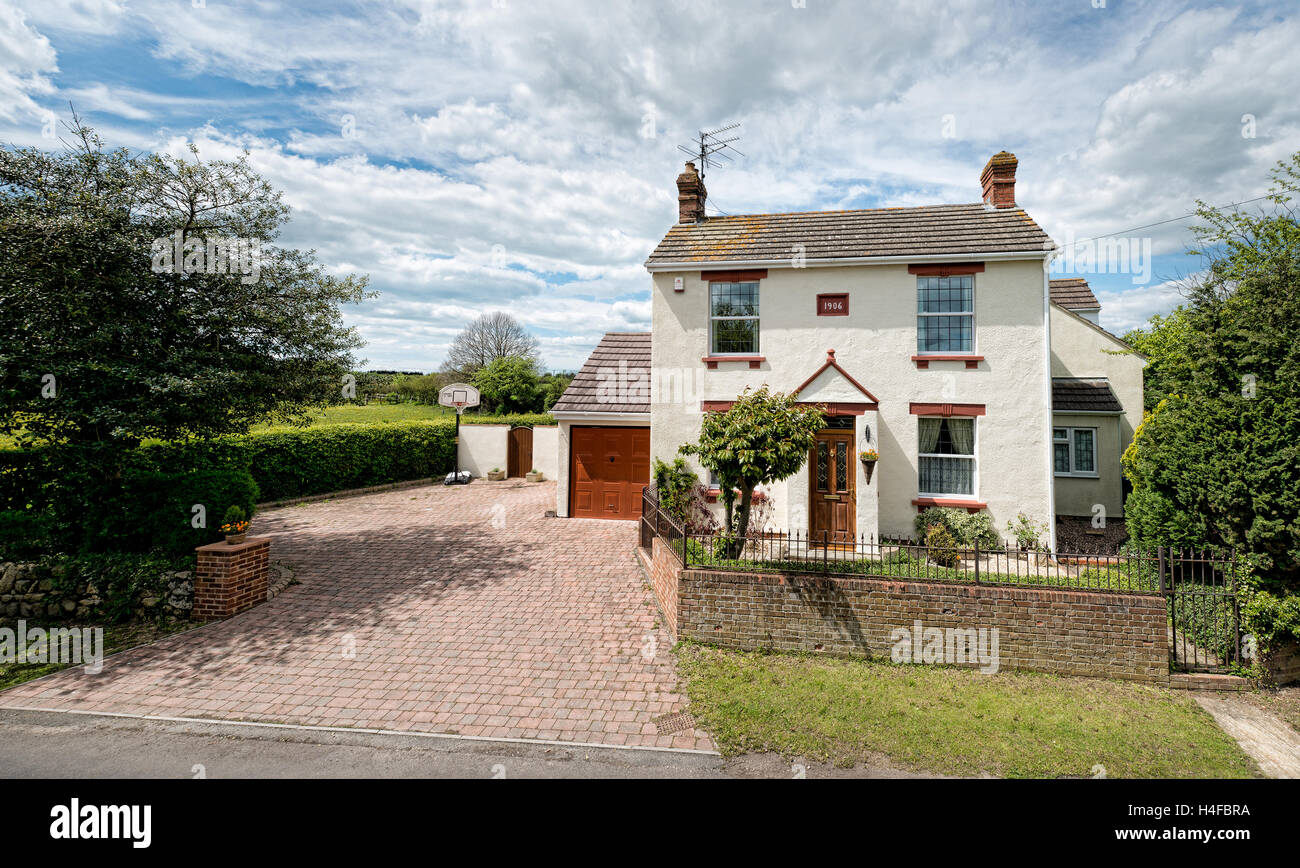 A traditional 19th century cottage with block paving drive. Set in country surroundings on a sunny day in Swindon, - Stock Image