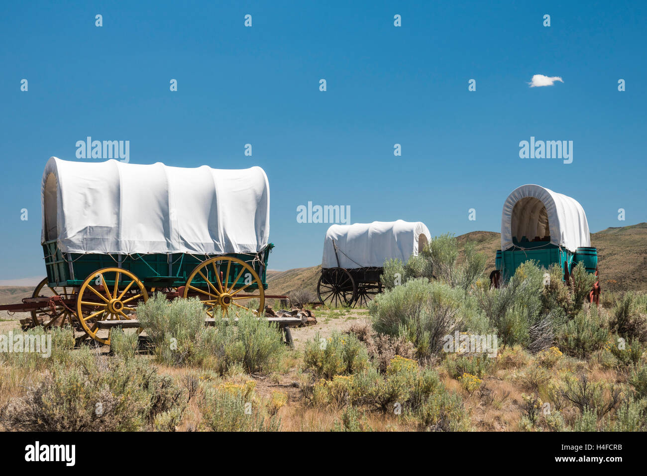 Covered wagons at the National Historic Oregon Trail Interpretive Center at Flagstaff Hill near Baker City, Oregon. - Stock Image
