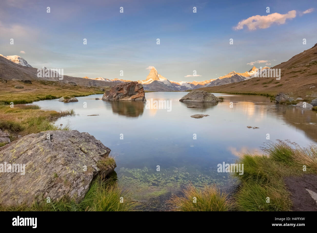 Sunrise on the Matterhorn at Stellisee Lake, Zermatt, Switzerland. - Stock Image