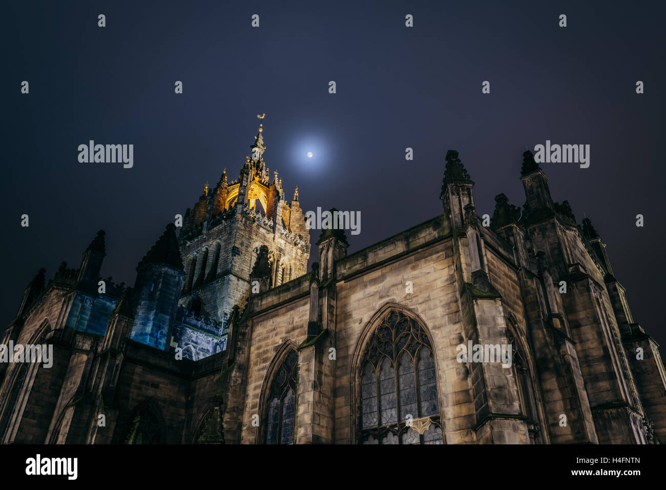 St Giles' Cathedral, the High Kirk of Edinburgh. Taken at night on the Royal Mile, Edinburgh, Scotland UK. - Stock Image