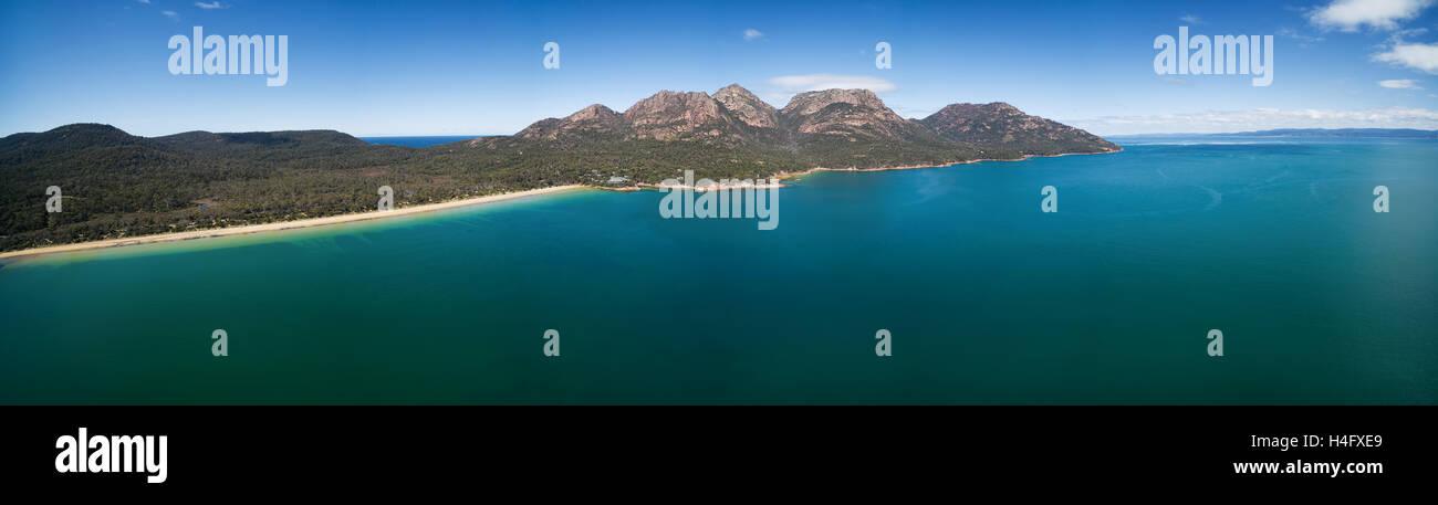 The Hazards Mountain Range and turquoise ocean water of Coles bay. Freycinet National Park, Tasmania, Australia - Stock Image