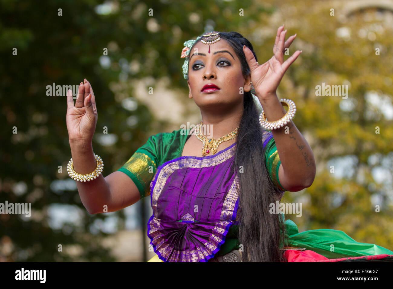 Manchester, UK.   15th October, 2016. Bheega Bheega as Sita at the 11th annual Dashehra Diwali Mela held in Albert - Stock Image