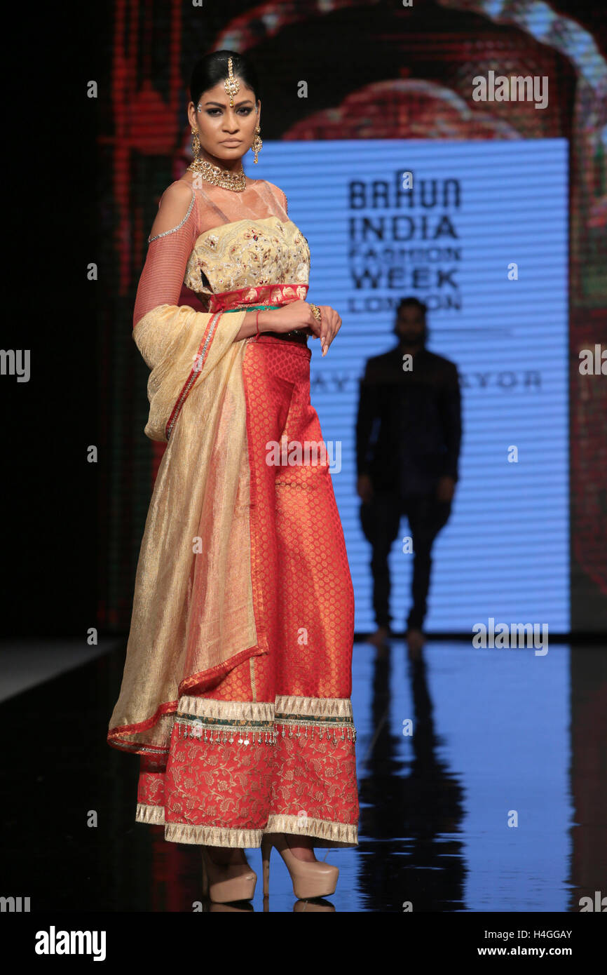 London Uk 16 October 2016 The Grand Finale Of Indian Fashion Week Stock Photo 123295283 Alamy