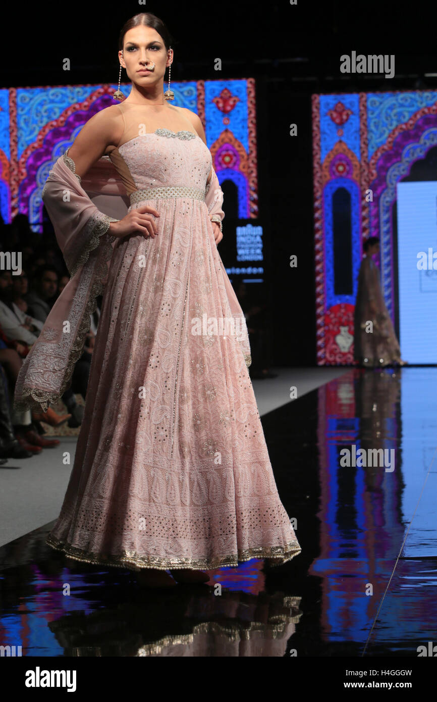 London Uk 16 October 2016 The Grand Finale Of Indian Fashion Week Stock Photo Alamy