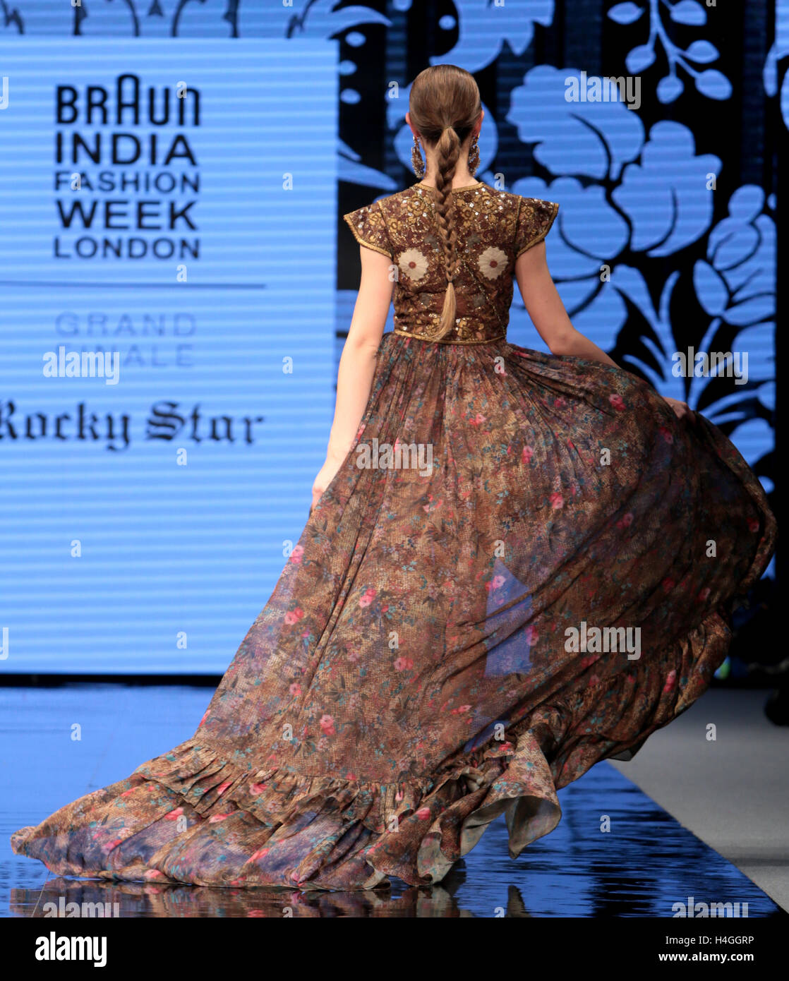 London Uk 16 October 2016 The Grand Finale Of Indian Fashion Week Stock Photo 123295642 Alamy