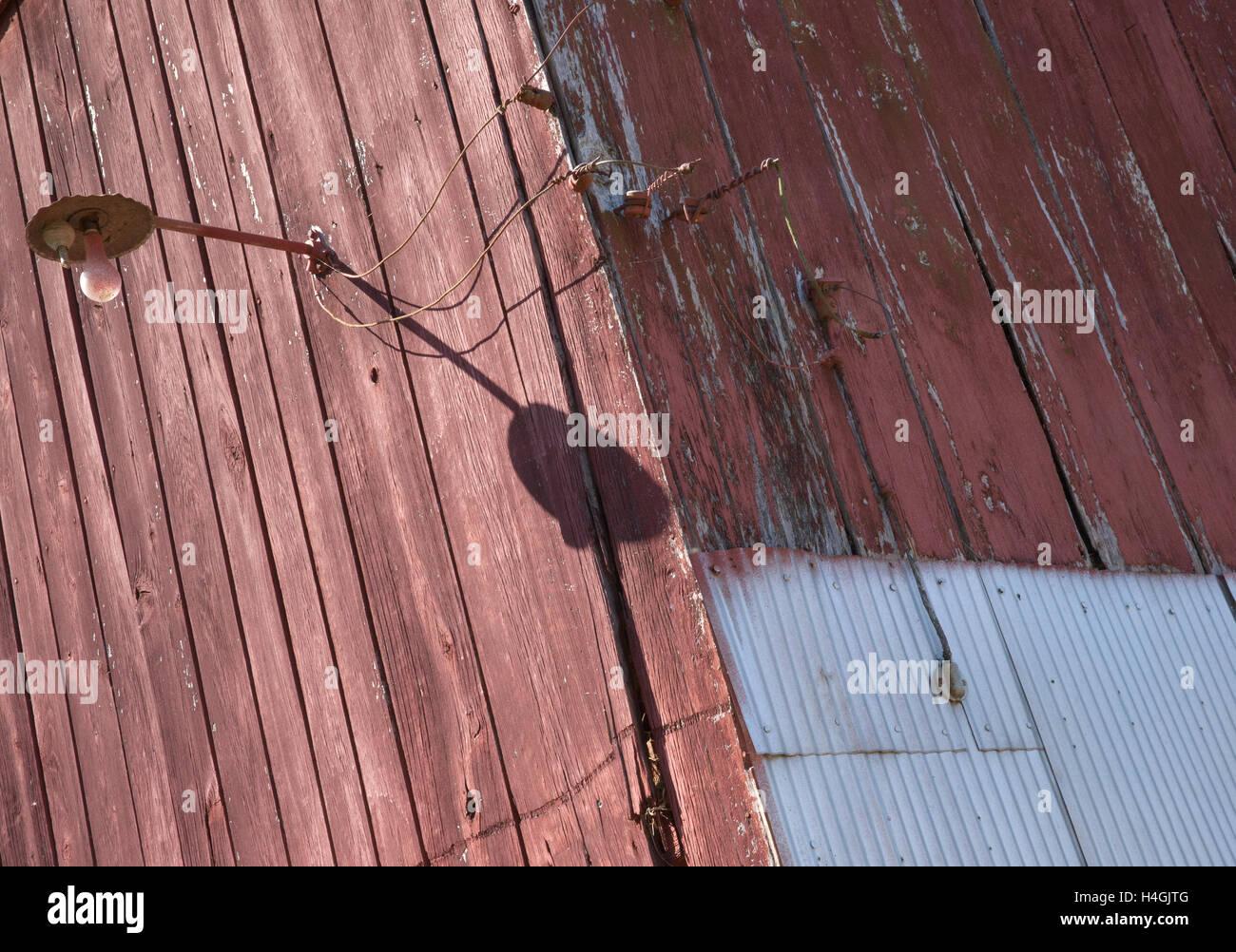 'Shawneetown Barn #1'   Light on corner. - Stock Image