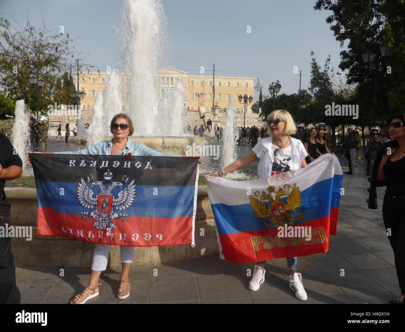 Athens, Greece. 16th Oct, 2016. Russians demonstrate in Syntagma square holdinng flags. Ukranian people demonstrate Stock Photo