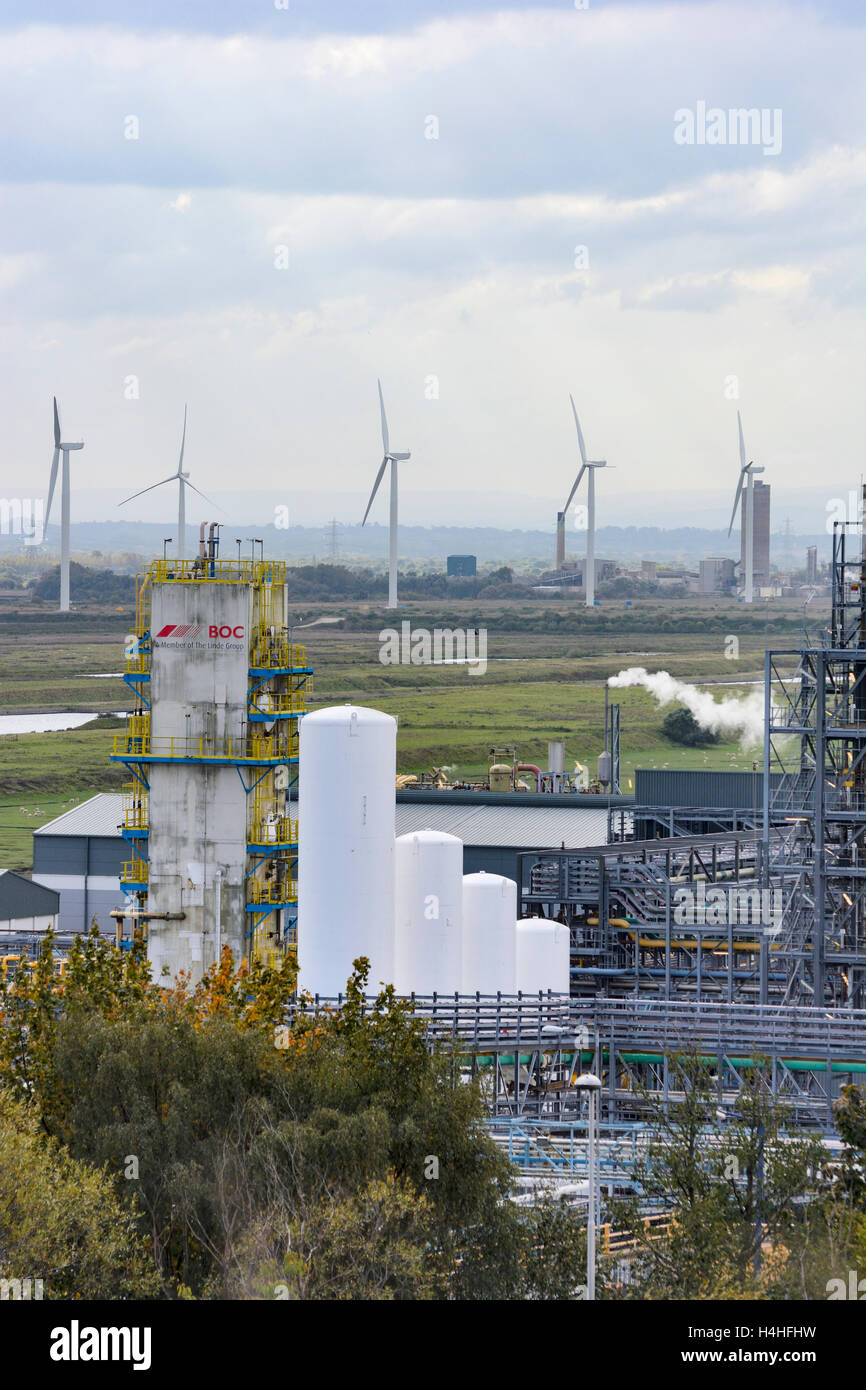 Ineos chemical plant at Weston Point, Runcorn, with the Frodsham wind farm on Frodsham Marshes in the background. - Stock Image