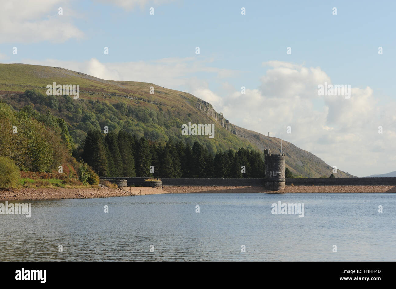 Dam and round stone tower of the Llwyn-on Reservoir, the largest and southernmost of the three reservoirs in the - Stock Image