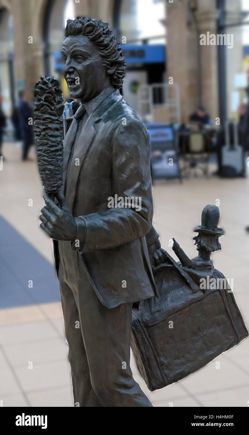 Ken Dodd Statue,Liverpool Lime St,Railway Station,England,UK Stock Photo